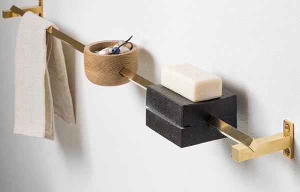 Liczne akcesoria łazienkowe